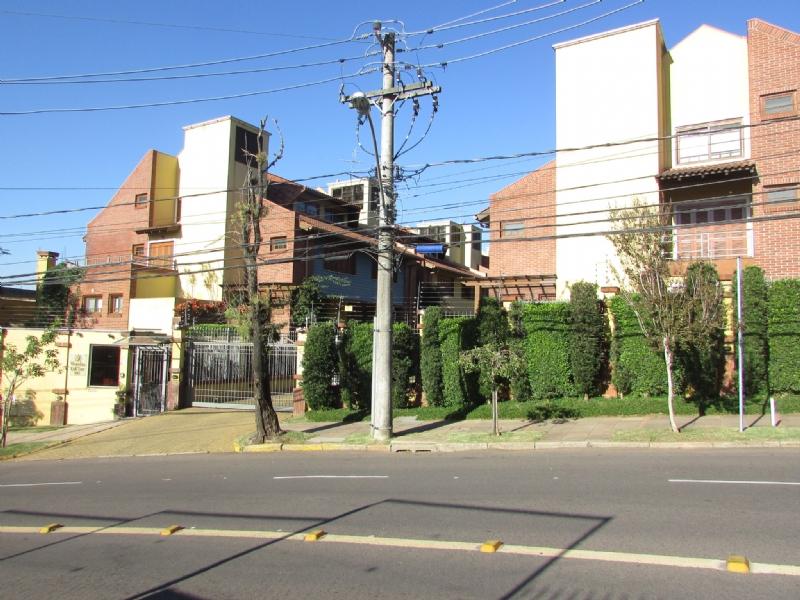 Casa 4 quartos, 490 m²  no bairro PETR�POLIS em PORTO ALEGRE/RS - Loja Imobiliária o seu portal de imóveis de locação