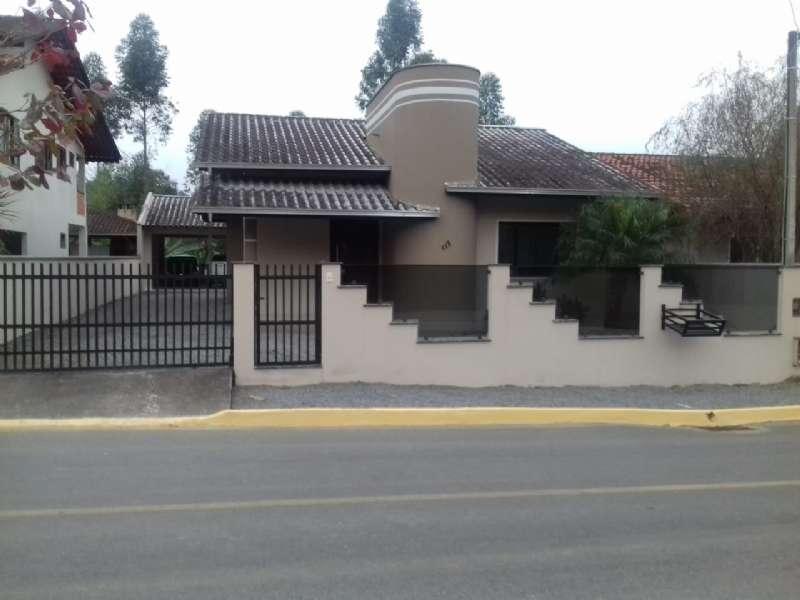 Casa 2 Suítes  no Centro