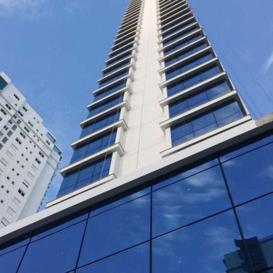Apartamento e 4 suítes no Centro - Imóveis a venda em Lages e região