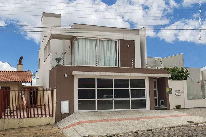 Casa e 3 suítes no Sagrado Coração de Jesus - Imóveis a venda em Lages e região