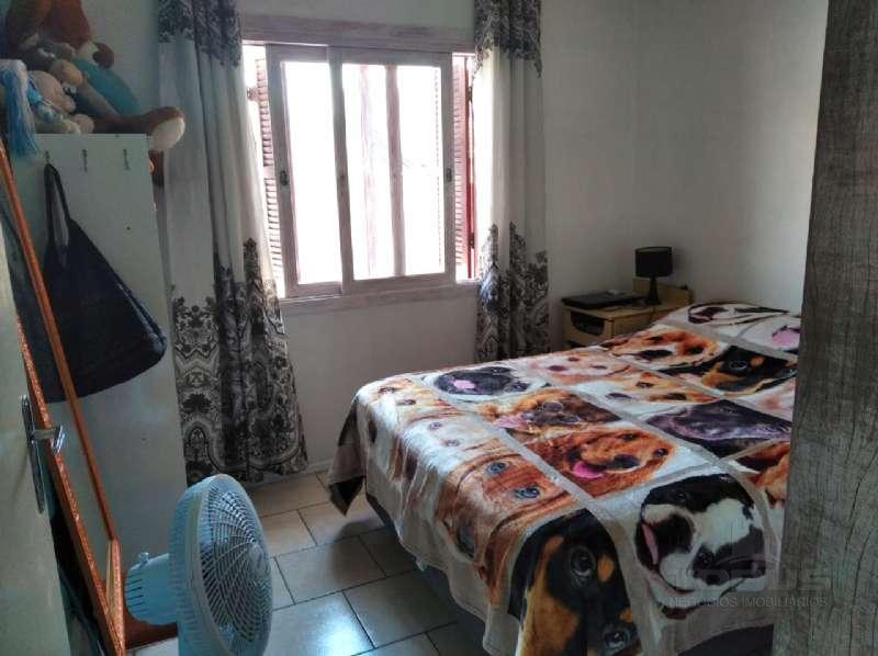 Sobrado 2 dormitórios no bairro Centenário em Caxias do Sul