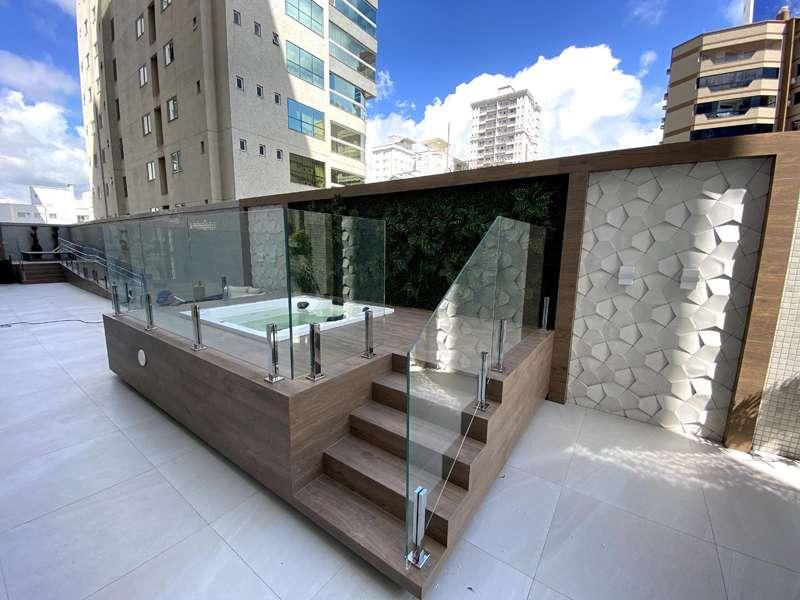 Apartamento 3 Suítes  1 suíte master,  no Meia Praia em Itapema